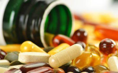 ¿Cuál es el procedimiento de importación y distribución de los complementos alimenticios?